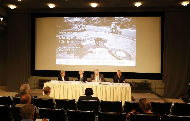 خلال المؤتمر الصحفي أثناء افتتاح المعرض