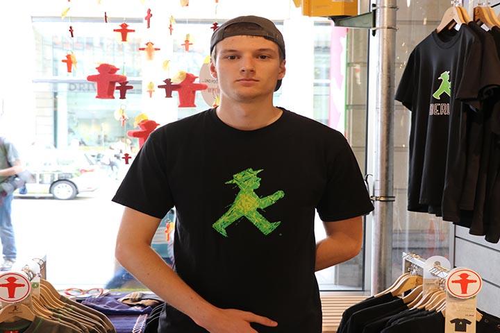 شاب من متجر رجل الإشارة في برلين